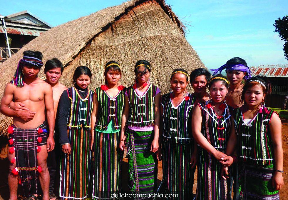 du lịch Campuchia Mondulkiri dân tộc Phnonl