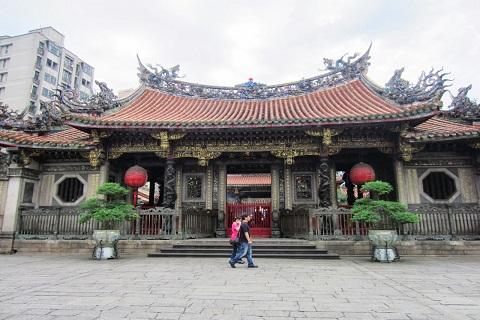Long Sơn Tự – Ngôi đền đẹp giữa lòng Thủ Đô Đài Bắc