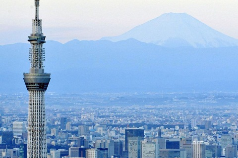 Tháp truyền hình Tokyo Skytree nổi bật giữa thủ đô Tokyo