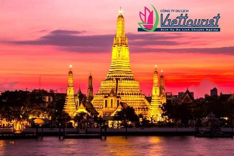 Chùa Wat Arun - Vẻ đẹp khó cưỡng lúc hoàng hôn