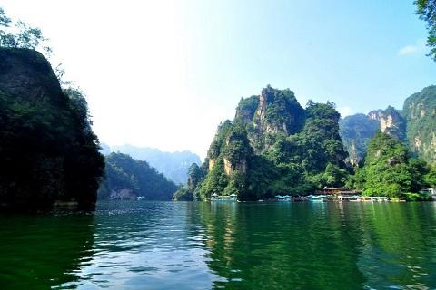 Danh thắng Bảo Phong, hồ ngọc bích trên núi Trương Gia Giới