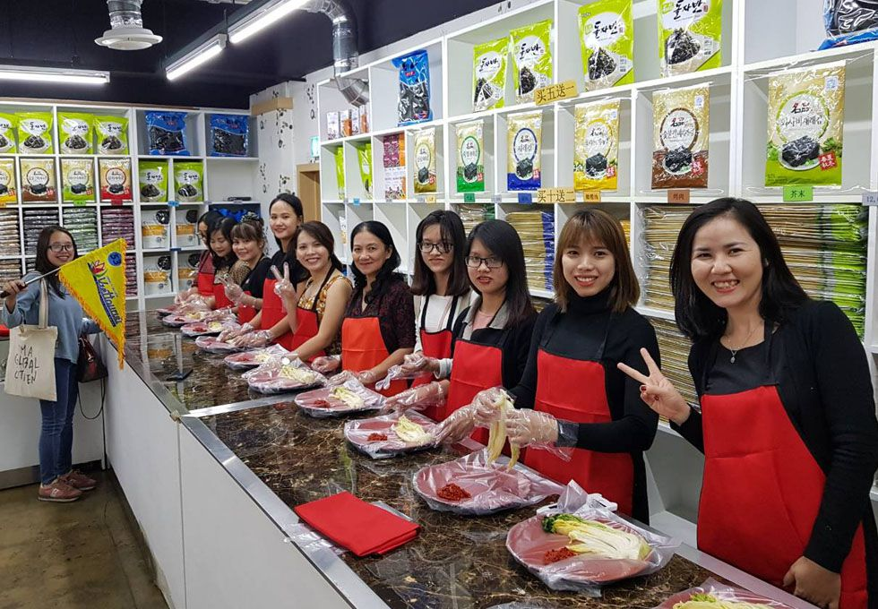 du lịch Hàn Quốc làm kimchi