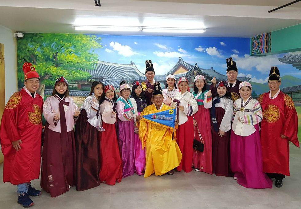 du lịch Hàn Quốc mặc Hanbok