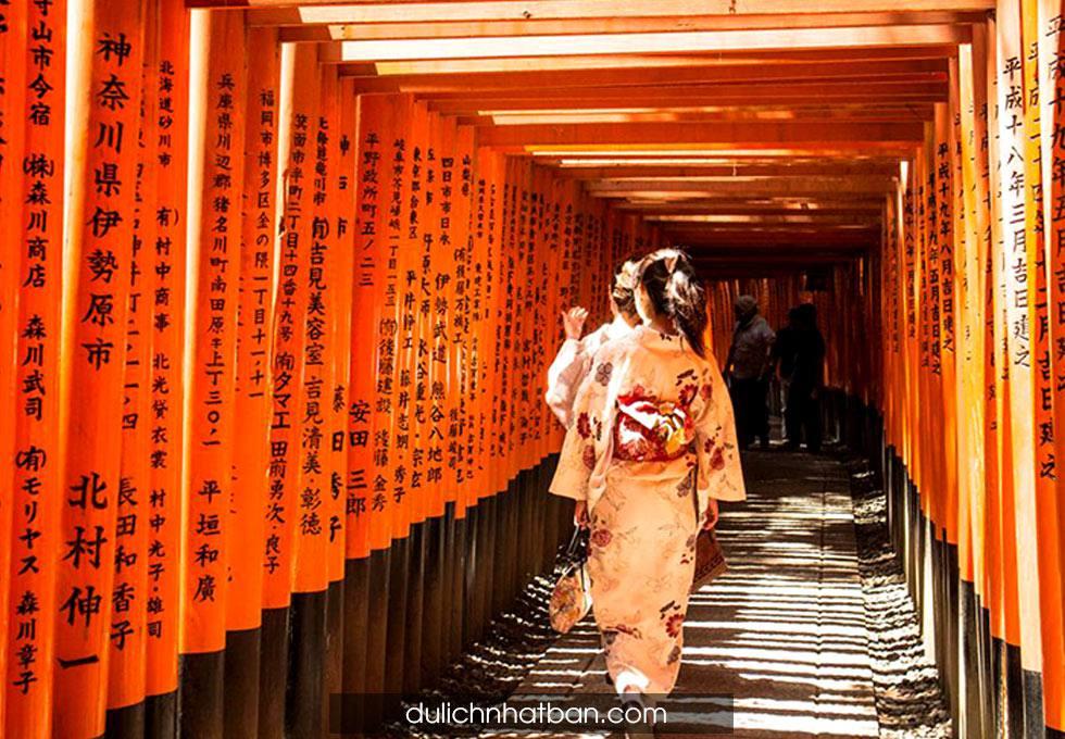 chua-ngan-cot-Fushimi-Inari