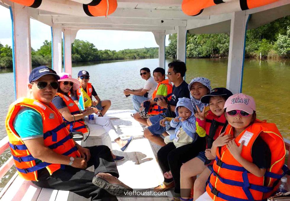 dạo thuyền trên sông Cửa Cạn Phú Quốc
