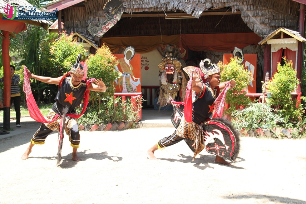 Culture-dance-show-indonesia-viettourist