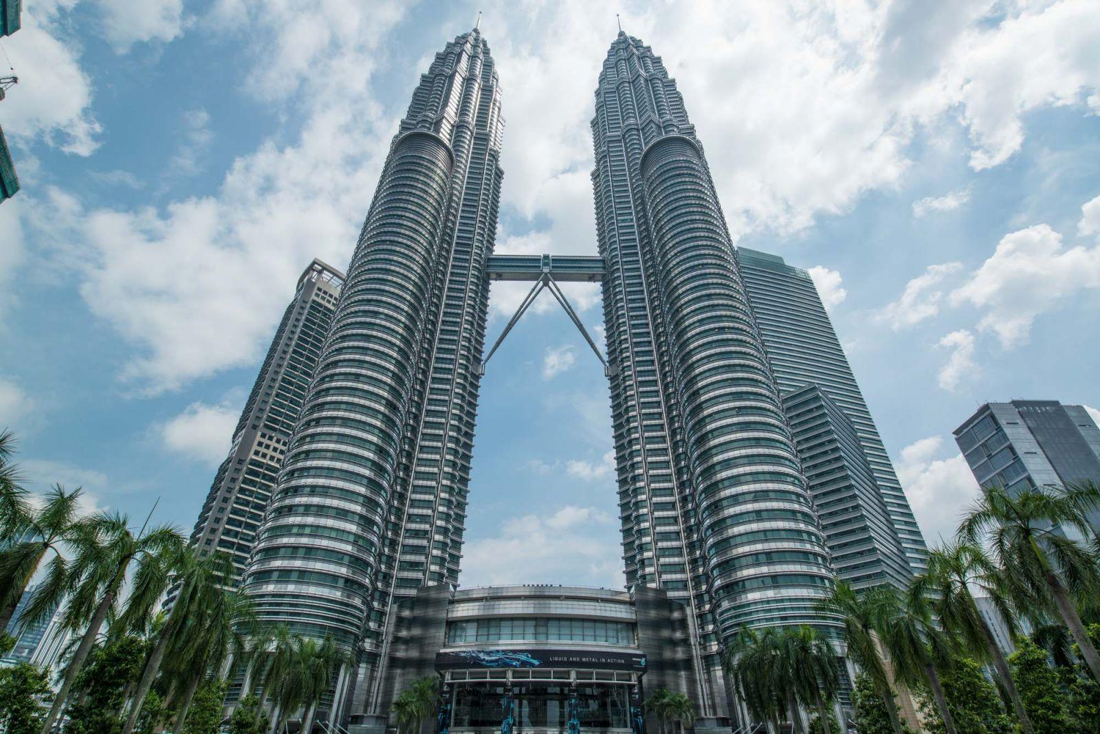 Petronas Twin Tower – Niềm tự hào của người Malaysia