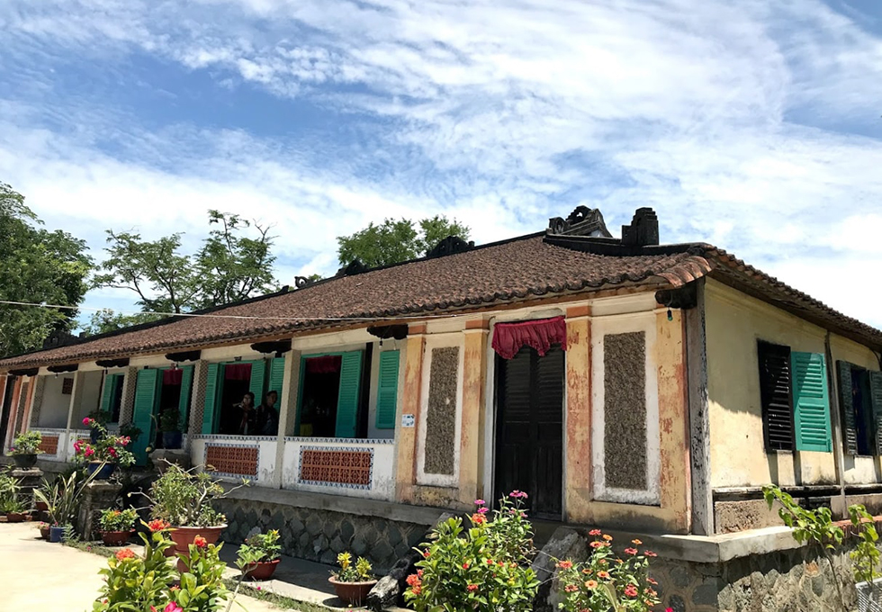 Nhà cổ trăm cột